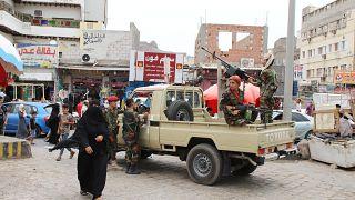 استمرار القتال في عدن والحكومة اليمنية تدعو التحالف للضغط على الانفصاليين الجنوبيين