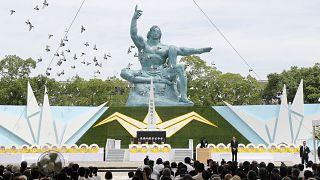 تمثال السلام بمدينة ناغازاكي اليابانية حيث أحيث اليابان الذكرى 74 لإسقاط أميركا قنبلة ذرية في 9 آب 1945.