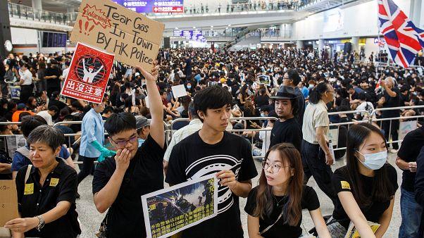 ناآرامی در هنگکنگ؛ آغاز تجمع اعتراضی ۳ روزه در فرودگاه