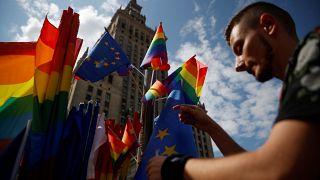 Exámenes psiquiátricos y preguntas íntimas: las trabas para cambiar de género en Europa