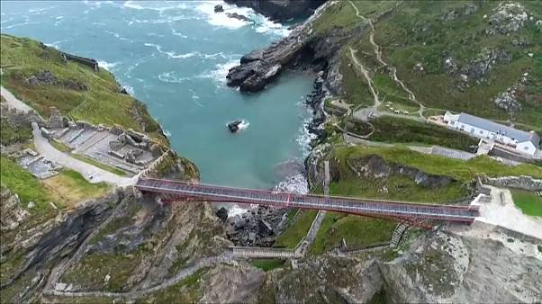 Footbridge unites halves of Tintagel Castle