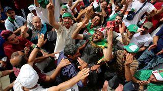 احتجاجات جديدة في الجزائر وتلويح بالعصيان المدني