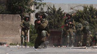 Filistinli protestoculara müdahale eden İsrail askerleri
