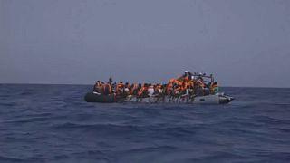 Open Arms: egyre zsúfoltabb a spanyol mentőhajó