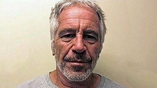 انتحار الملياردير الأميركي جيفري إبستين تاجر الجنس والمتهم بالتحرش بالقصّر داخل سجنه