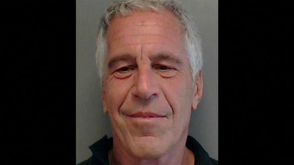 Обвинённый в торговле людьми финансист Джеффри Эпштейн покончил с собой