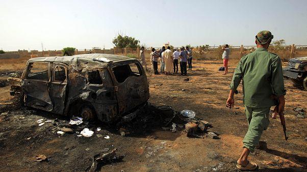 مقتل 3 موظفين بالأمم المتحدة بسيارة مفخخة في بنغازي وحفتر يوافق على هدنة العيد