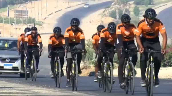 مسلمون بريطانيون يتوجهون لمكة لأداء مناسك الحج على متن دراجاتهم