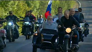 الرئيس الروسي فلاديمير بوتين يشارك في عرض للدراجات النارية في شبه جزيرة القرم