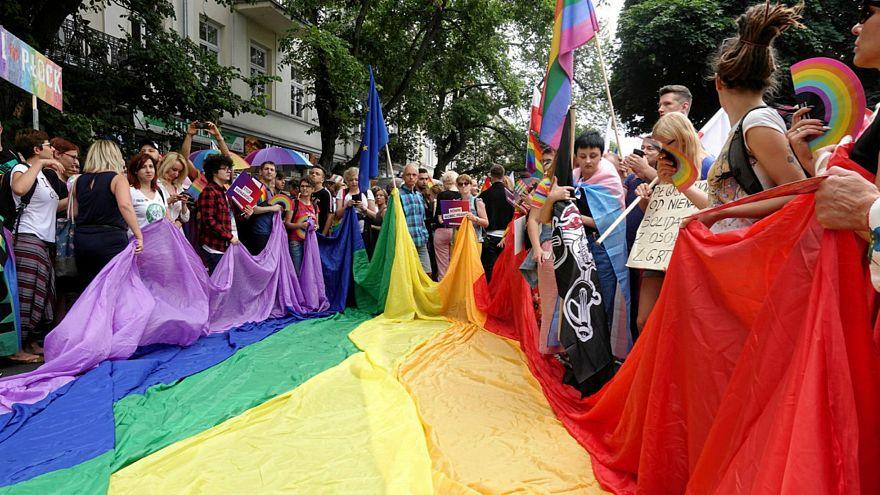 اولین رژه افتخار دگرباشان در پوتسک لهستان با حضور پلیس برگزار شد