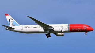 Fragments of Norwegian Boeing 787 fall near Fiumicino airport due to 'technical failure'