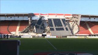 شاهد: رياح إعصار هولندا تطيح بسقف ملعب نادي إى زى ألكمار