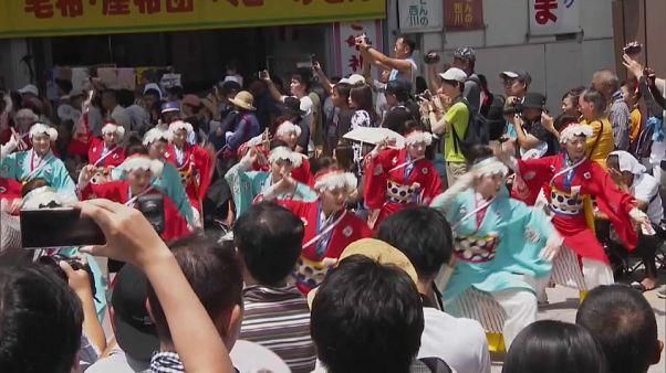 Japón baila al ritmo de 18.000 bailarines en el festival de Yosakoi