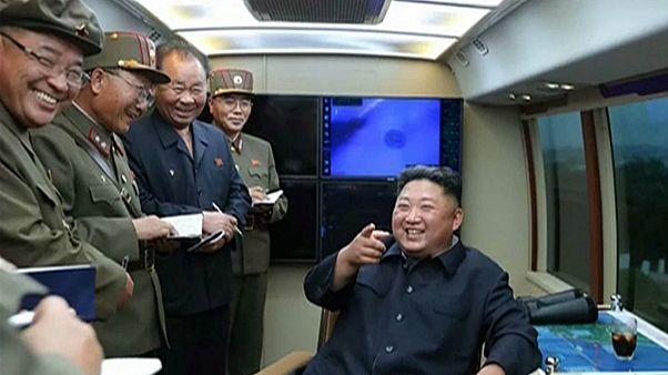 كيم جونغ أون بصحبة قادته