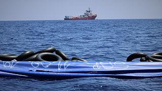 أكثر من 400 مهاجر على متن سفينتي الإنقاذ أوبن أرمز وأوشن فايكينغ في البحر المتوسط