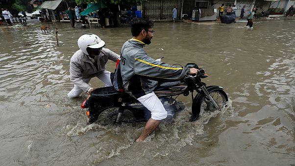 الامطار الموسمية في باكستان تسبب فيضانات عارمة