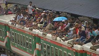 حشود كبيرة من المسافرين تغادر داكا عشية عيد الأضحى