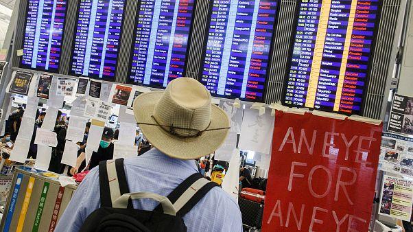 Proteste all'aeroporto di Hong Kong: cancellati tutti i voli