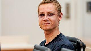 فيديو: مثول المشتبه به في الهجوم على المسجد في النرويج أمام المحكمة
