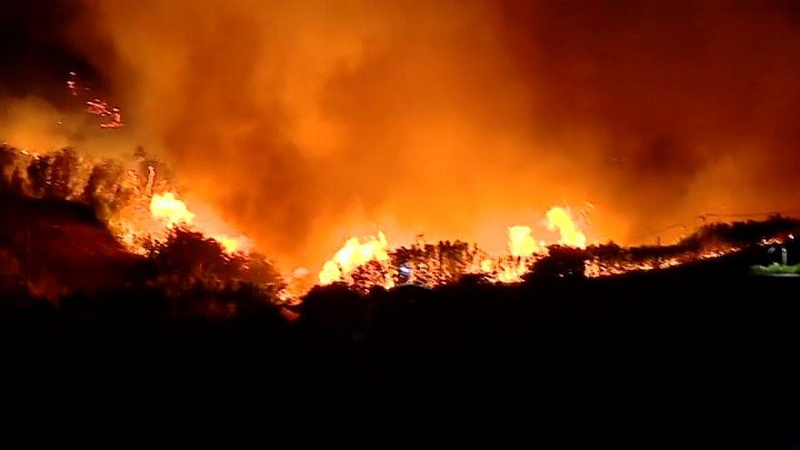 شاهد: حريق في جزيرة كناريا الكبرى والسلطات تجلي السكان المحليين