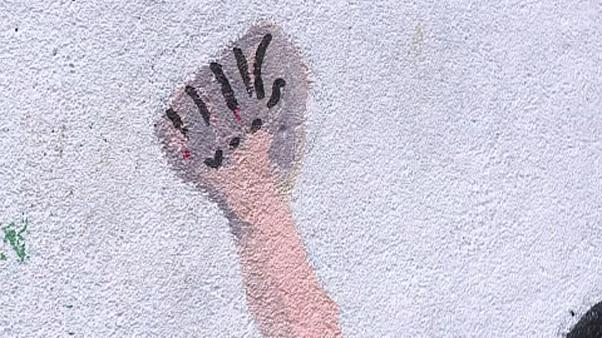 Μεγάλες ελλείψεις στους ξενώνες κακοποιημένων γυναικών στη Γαλλία
