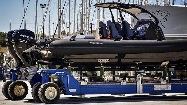 A balesetet okozó, 10 m-es felfújható csónak