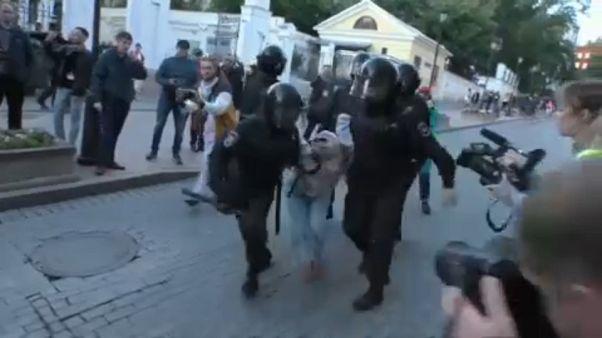 Θύελλα για την αστυνομική βία κατά διαδηλωτών