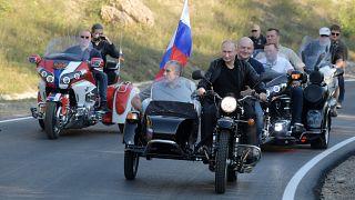Депутат просит оштрафовать Путина за езду на мотоцикле без шлема