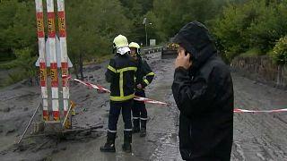Sárlavina Svájcban, embereket ragadott magával az ár