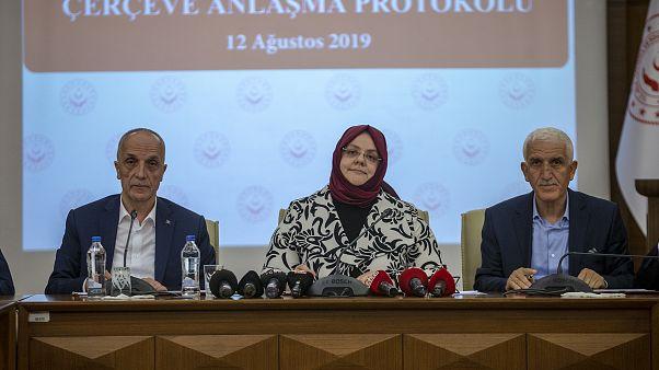 Aile, Çalışma ve Sosyal Hizmetler Bakanı Zehra Zümrüt Selçuk ile Türk-İş Genel Başkanı Ergün Atalay, 2019 Dönemi Kamu Kesimi Toplu İş Sözleşmesi Çerçeve Protokolü'nü imzaladı