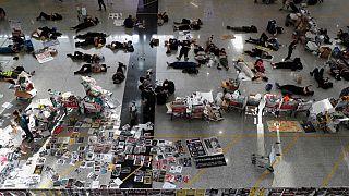 Hong Kong cancela todos los los vuelos de salida tras la ocupación de su aeropuerto