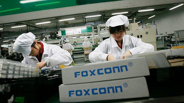 Amazon'un tedarikçisi Foxconn, Çin'de reşit olmayan gençleri geceleri çalıştırıyor