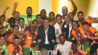 Spor Toto Süper Lig'de 2018-2019 sezonunu şampiyon tamamlayan Galatasaray Futbol Takımı törenle kupasını aldı.
