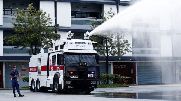 Çin: Ağır silahlı polislerden Hong Kong yakınındaki kentte dev tatbikat