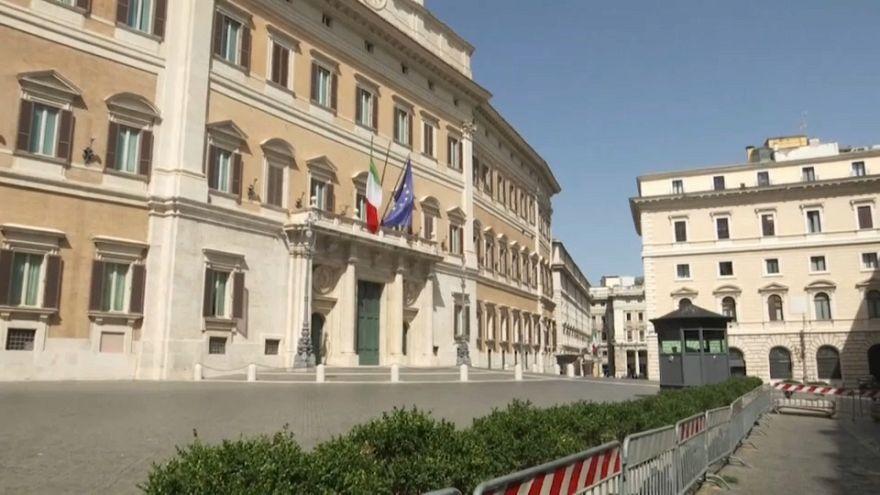 Οι Ιταλοί πάνε διακοπές, οι βουλευτές επιστρέφουν λόγω κρίσης