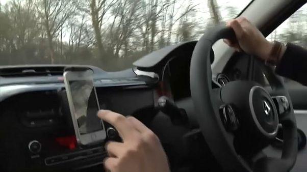 Grande-Bretagne : la chasse au kit mains libres au volant est ouverte