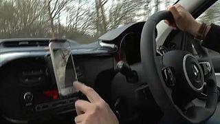 Guerra contra el 'manos libres' en el automóvil en el Reino Unido