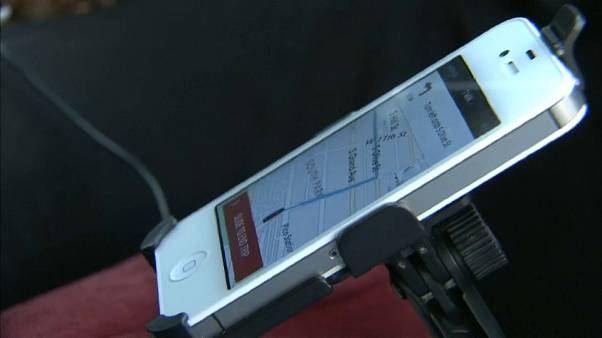 İngiltere araçta kulaklık ve hoparlörle telefonda konuşmanın yasaklanmasını tartışıyor