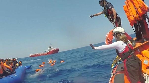 Rettungsschiffe nehmen 507 Migranten an Bord