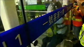 Gewalt am Flughafen Hongkong - Wie reagiert Peking?