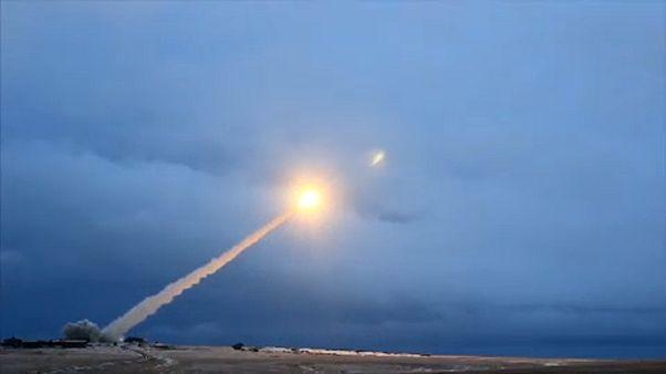 Kreml: Oroszország elöl jár a fegyverkezési versenyben
