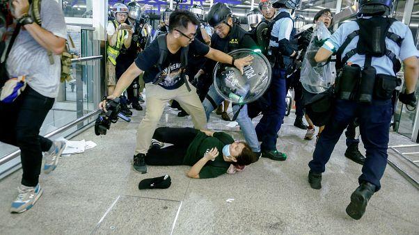 Χονγκ Κονγκ: Χαοτικές σκηνές στο αεροδρόμιο