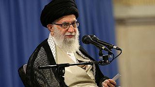 علي خامنئي: إيران ستواصل دعم الحوثيين وأدعو اليمنيين للحوار بينهم
