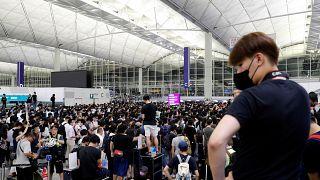 Protesta a Hong Kong: dopo gli scontri, l'aeroporto torna alla normalità