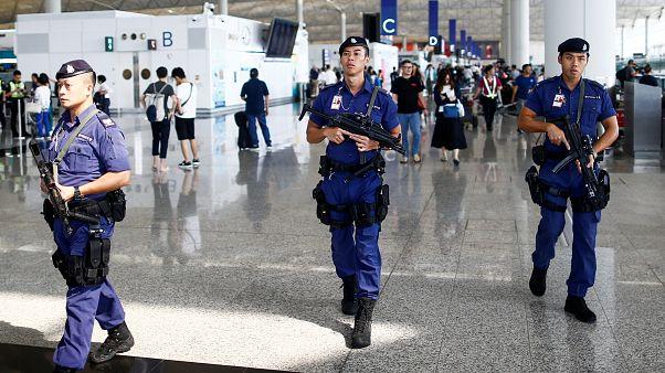 """استئناف الرحلات الجوية في مطار هونغ كونغ والصين تدين """"الأفعال شبه الإرهابية"""""""
