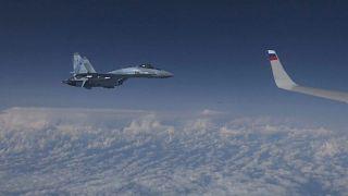 Baltık bölgesinde gerginlik: Rus savunma bakanının uçağına NATO jeti yaklaştı