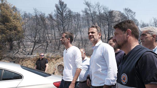 Ο πρωθυπουργός Κυριάκος Μητσοτάκης μετά την επίσκεψη του στο Ενιαίο Συντονιστικό Κέντρο Επιχειρήσεων