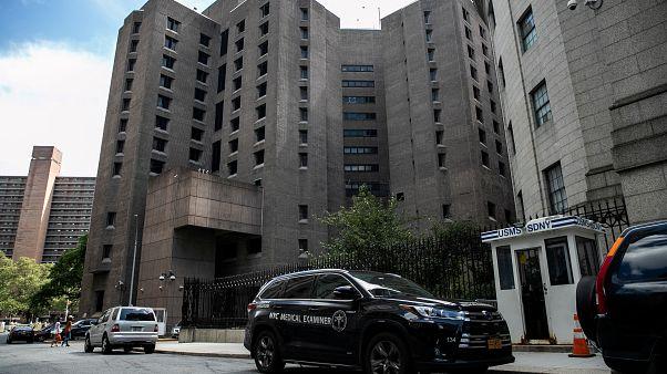 Verdacht: Wärter von Epstein schliefen während Selbstmord