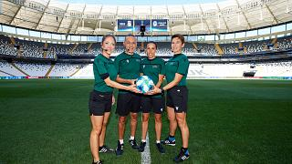 Terna arbitrale femminile, più il quarto uomo, Cakir, per la finale di Supercoppa Europa.