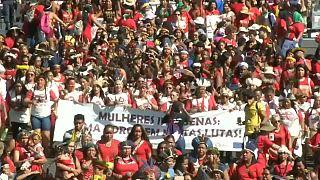 Le donne indigene in Brasilia per protestare contro Bolsonaro